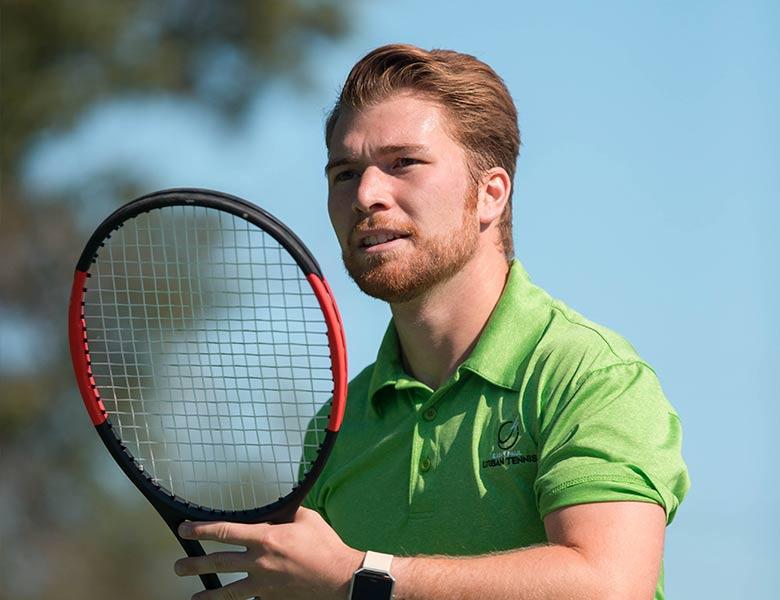 proam-man-playing-tennis